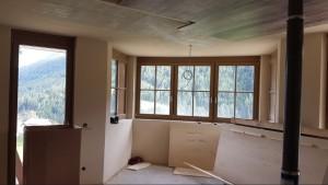 B11 alcove seating area & balcony door - 2 beds